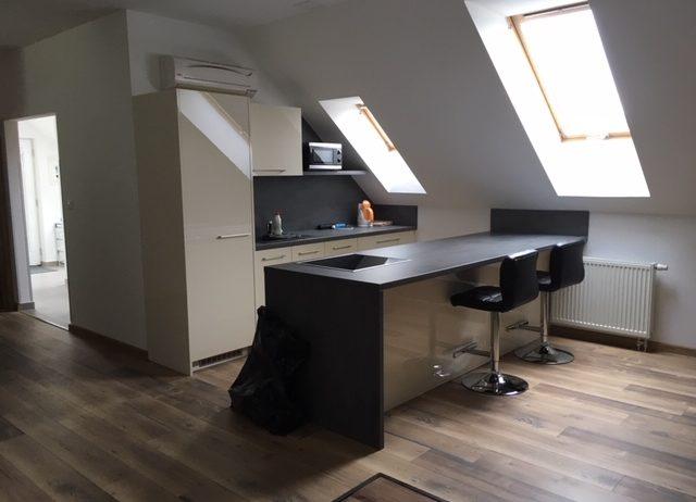 Prenájom 2 – izbového komplet zariadeného bytu o výmere 70m2 Žilina – Závodie plus parkovacie miesta v cene.